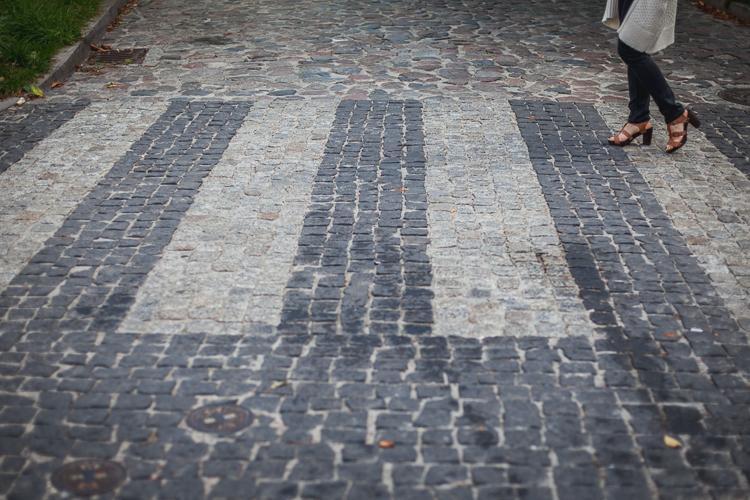 brukowana uliczka w Starej Oliwie w Gdańsku