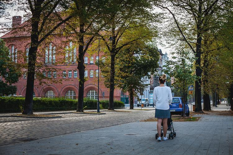 Odrestaurowany ceglany budynek CSW Łaźnia a przy ul. Jaskółczej  na Dolnym Mieście w Gdańsku