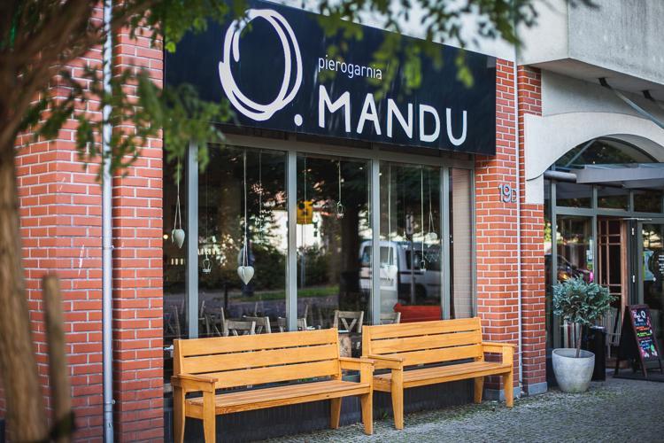 wejście do pierogarni Mandu w Gdańsku Oliwie