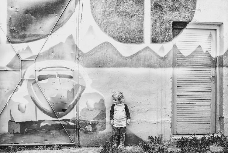 Artystyczne graffiti na bramie budynku Centrum Reduta, przy ul. Reduta Wyskok na Dolnym Mieście w Gdańsku