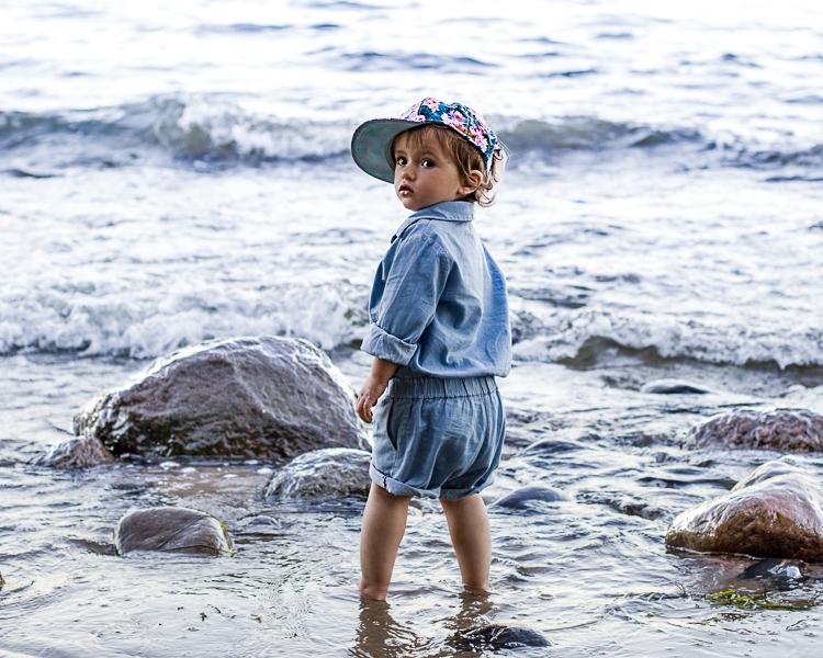 portret małej dziwczynki w Gdyni Orłowie