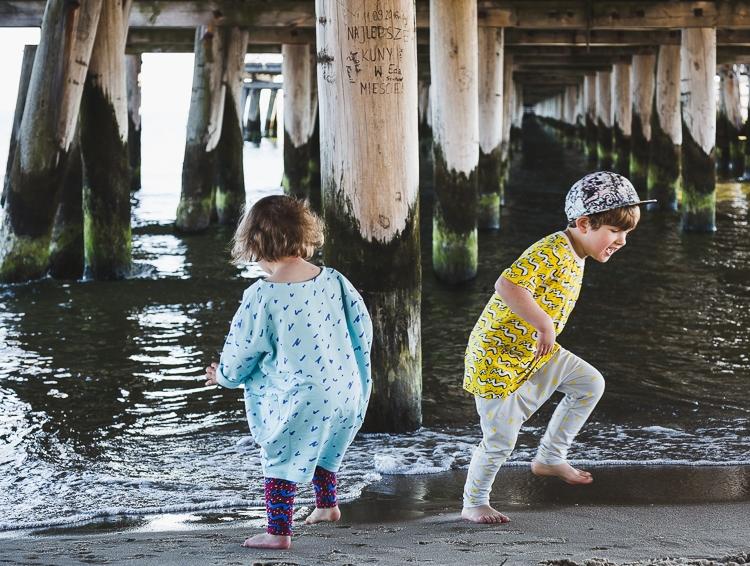 sejsa zdjęciowa mody dziecięcej na plaży w Sopocie