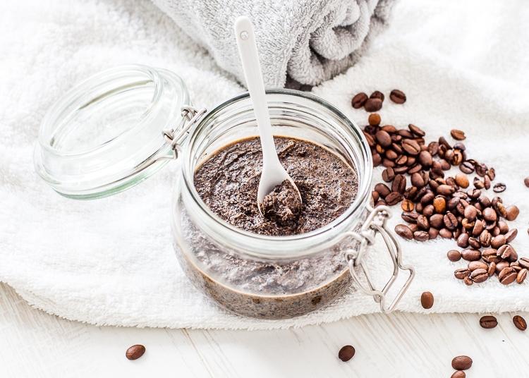 Gotowy słoiczek z peelingiem z kawy i oleju kokosowego