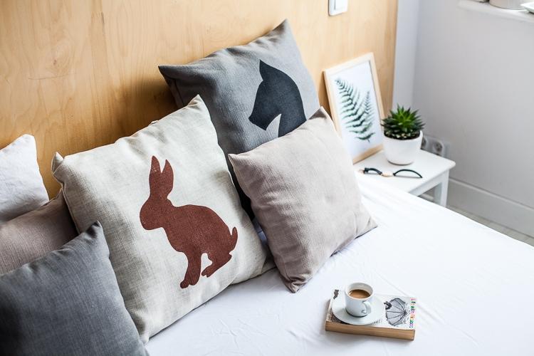 pomysł na poduszki dekoracyjne z lnu w sypialni