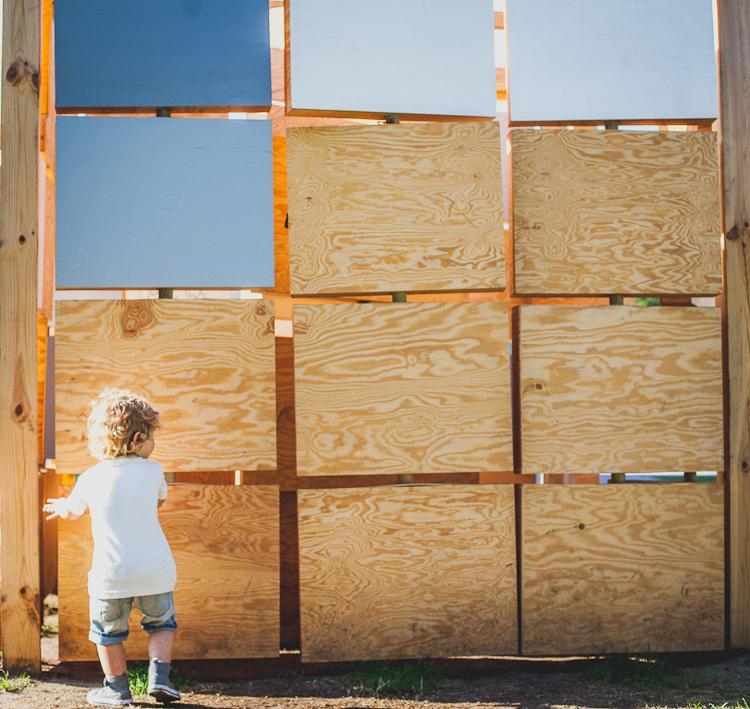 kubik z ruchomymi ściankami do zabawy dla dzieci w Parku Rady Europy w Gdyni
