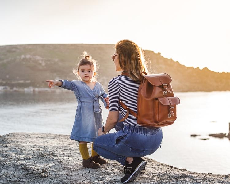 Dżinsowy outfit mamy i córki By The Moon ze skórzanym plecakiem Vooc