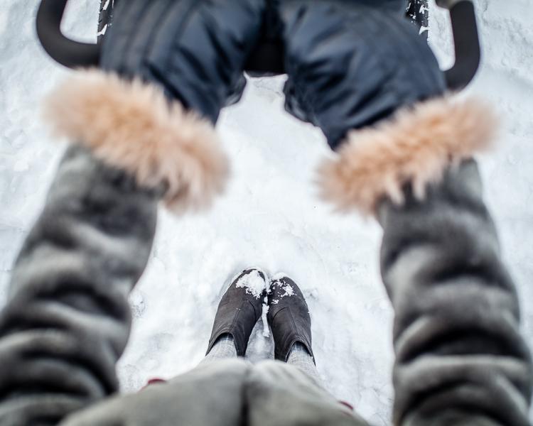 ciepłe futrzane rękawice stokke przydają się w mroźne dni