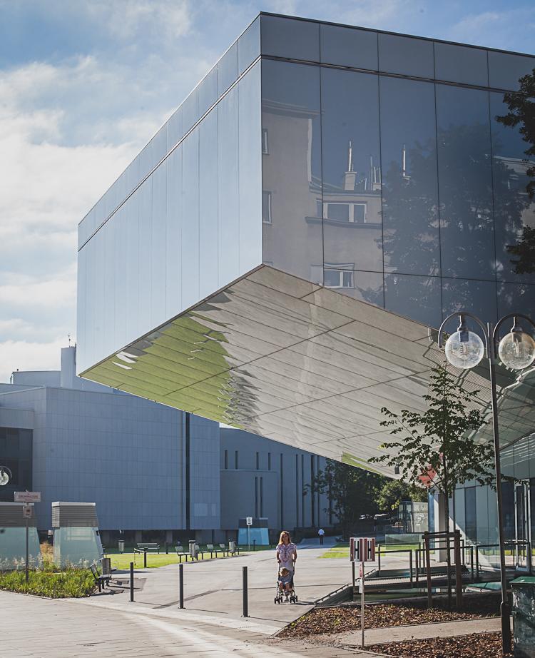 budynek nowego Gdyńskiego Centrum Filmowego przy ul. Armii Krajowej