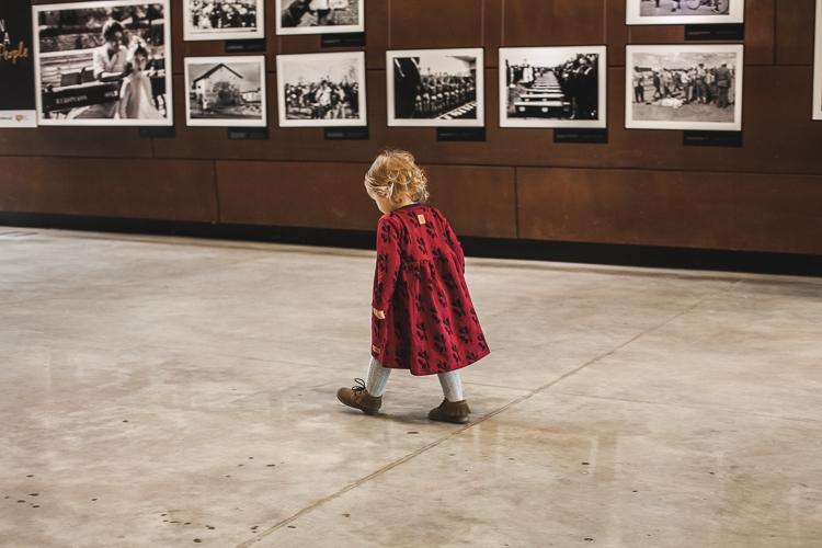 dziewczynka w europejskim Centrum Solidarności